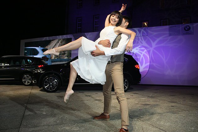 舞者的精彩表演讓現場更熱鬧。 記者林和謙/攝影