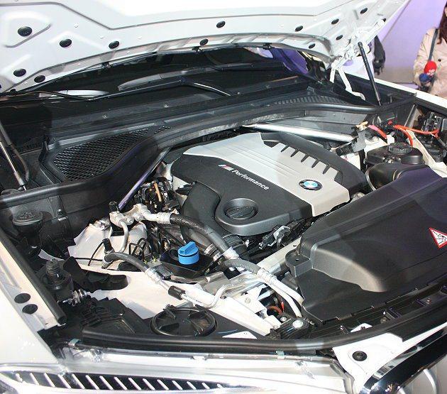 xDriveM50d搭載M Performance TwinPower Turb...