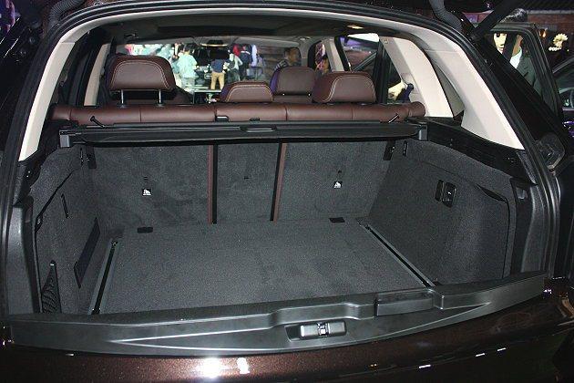 如果將後座椅背全部傾倒,行李箱容積最大可達1,870公升。 記者林和謙/攝影