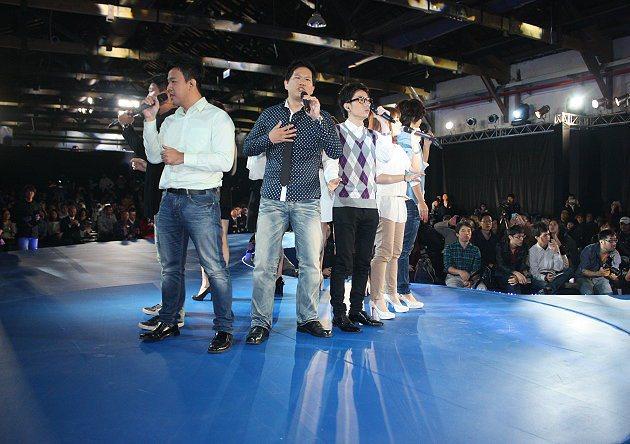 福特六和邀請專業表演者演唱活潑歌曲。 記者林和謙/攝影