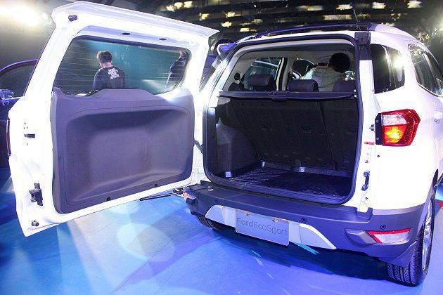 電傳式尾門,開啟鈕整合於後車燈組之內。後座6/4分離、可調椅背座椅設計,讓原有3...