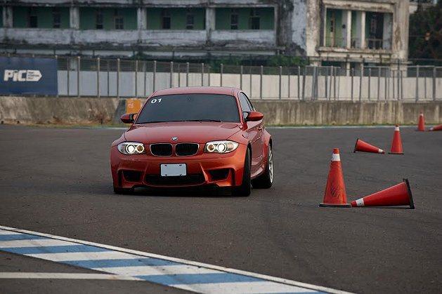 刺激的繞錐計時賽。 BMW提供