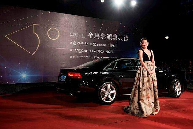 巨星舒淇與Audi A8豪華旗艦房車。 Audi提供