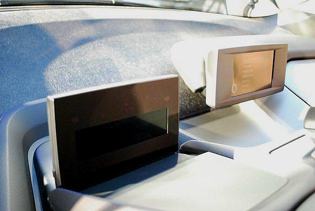 i3中控上移,儀表簡化為一個大型螢幕。 記者趙惠群/攝影