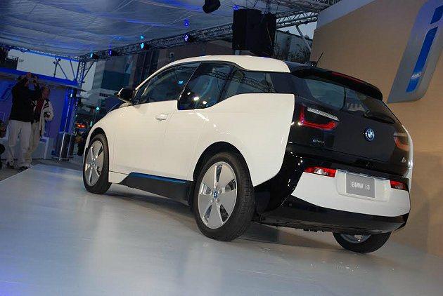 i3採五門掀背配置,車尾有優雅LED尾燈組。 記者趙惠群/攝影