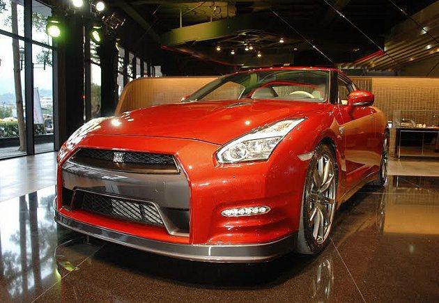 2015年式GT-R增新車色全新耀金紅。 記者趙惠群/攝影