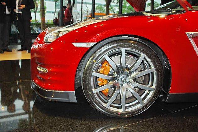 2015年式GT-R的Dunlop跑胎增強胎壁硬度,增強彎道戰力。 記者趙惠群/...