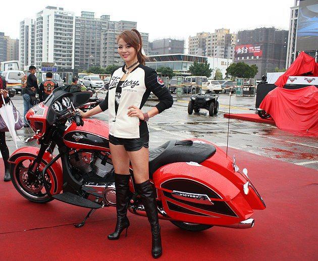 美麗的士官長劉香慈也來站台。 記者林和謙/攝影