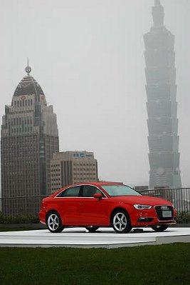 A3 Sedan結合輕量化科技,運用鋁合金材料和高剛性複合材料打造車身,以減輕車...