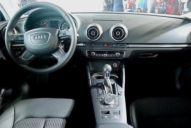 A3 Sedan內裝簡約俐落並有細膩的質感。 記者趙惠群/攝影
