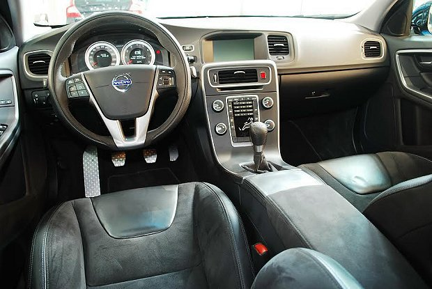 相較於市售S60,S60 Polestar Concept的內裝就顯得較陽春。 ...