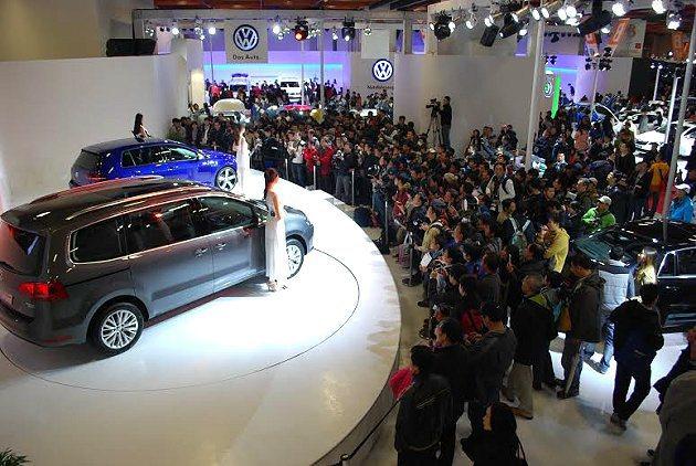 台北車展首二日各品牌接單都頗豐碩,比起上屆成長二到三成。 記者趙惠群/攝影