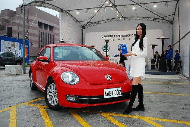 福斯集團三品牌共同在車展外舉辦動態試駕會,不少買家試車後即下單,體驗行銷威力不小...