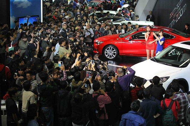大元上台掀起高潮,現場相機鎂光燈閃爍不停。 Mazda提供