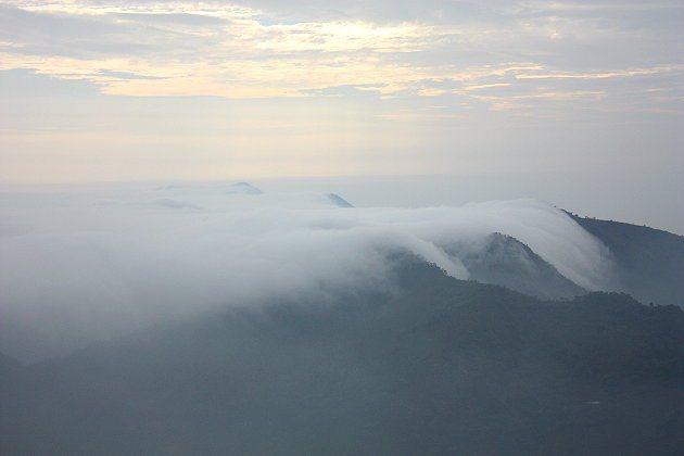 壯麗又很有詩意感的雲瀑,讓人看得入迷。 記者林和謙