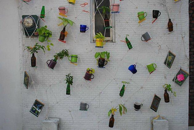 F3特區藝術家家宅的牆面變成裝置藝術空間。 記者趙惠群/攝影