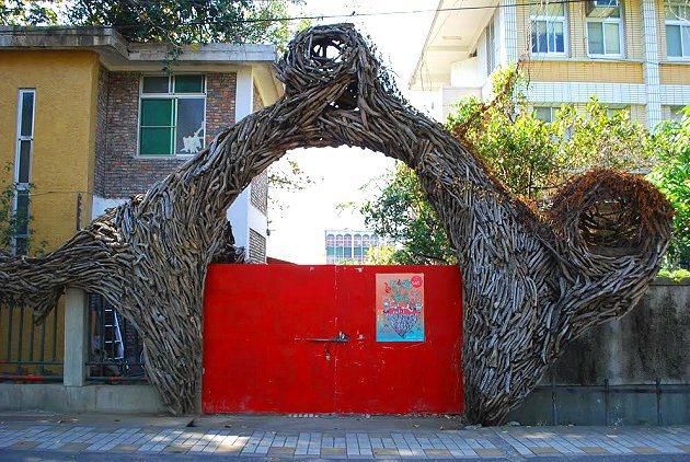 藝術家家宅的蘋婆樹屋概念山牆。 記者趙惠群/攝影