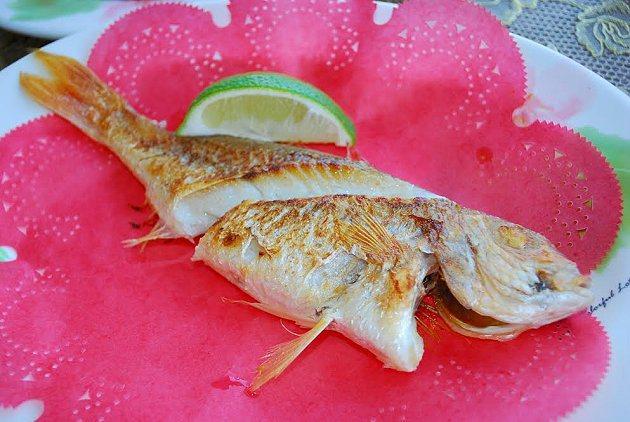 美味烤紅魚。 記者趙惠群/攝影