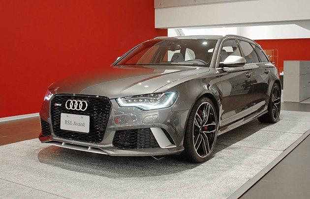 預計四月上市的全新Audi RS6 Avant,伴隨全新據點啟用提前亮相。 記者...
