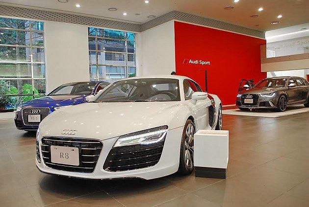 全新Audi Sport Showroom展出R8的敞篷和雙門轎跑以及RS5性能...