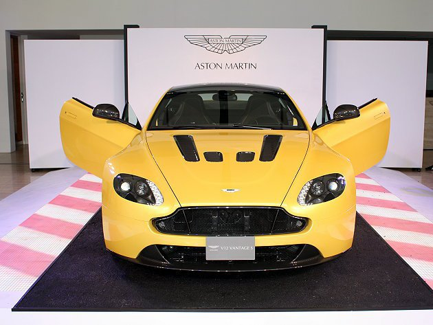 V12 Vantage S建議售價1,280萬元。 記者林和謙/攝影