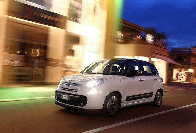 Fiat 500除了融入復古小車風情也完全展現義大利時尚精品的戰略,光是內裝就有...