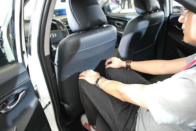 車內空間變大變寬,放大至1310mm,透過座椅薄型化,使前後腿部空間放大至912...
