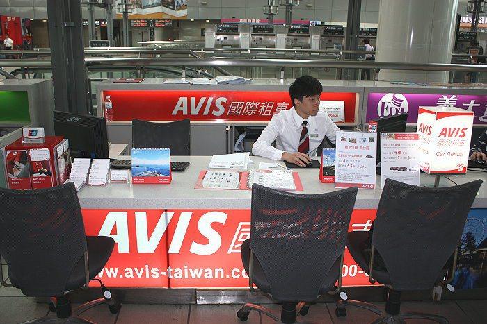 高雄左營站的AVIS租車據點。 記者林和謙/攝影