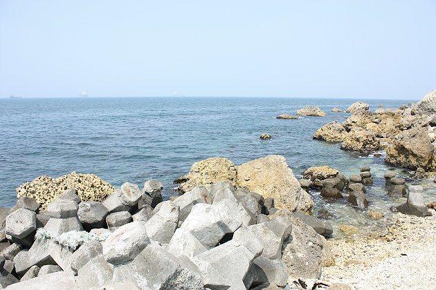 在柴山漁港的近距離與海接觸。 記者林和謙/攝影