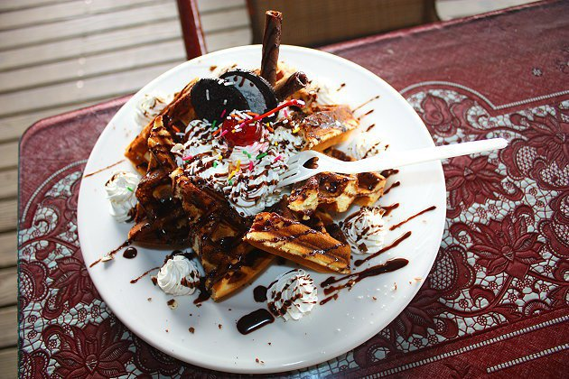 海角咖啡的巧克力鬆餅,美味且份量十足。 記者林和謙/攝影