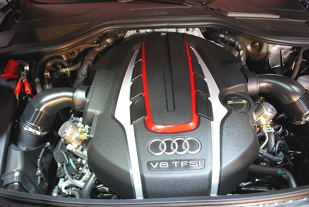 S8搭載4.0升、V8 TFSI汽油引擎,最大馬力520匹、最大扭力66.3公斤...