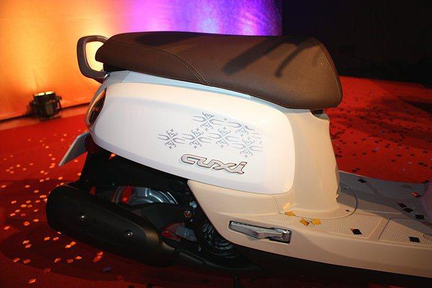 車側也有以CUXi的C為設計的圖騰,以及時尚皮椅坐墊。 記者林和謙/攝影
