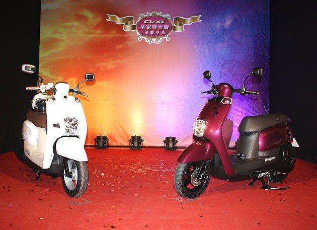 CUXi 115皇家特仕版白金色及紫紅色的亮眼雙車。 記者林和謙/攝影