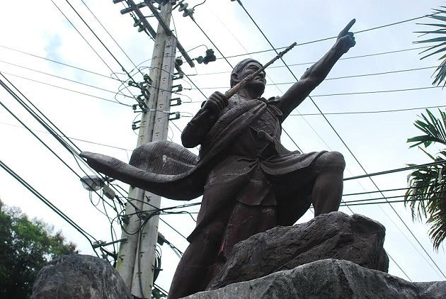 重光社區大頭目西巴爾哇旦雕像。 記者趙惠群/攝影