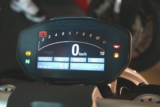 Monster 1200S的彩色液晶儀錶板。 記者林和謙/攝影