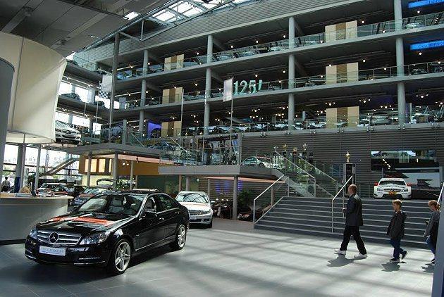 中華賓士將在高雄打造以明亮採光且環保綠能的建築為主體的展示中心,圖為賓士位於德國...