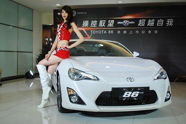 86手排登台開賣,主打閃耀白等新車色。 記者趙惠群/攝影