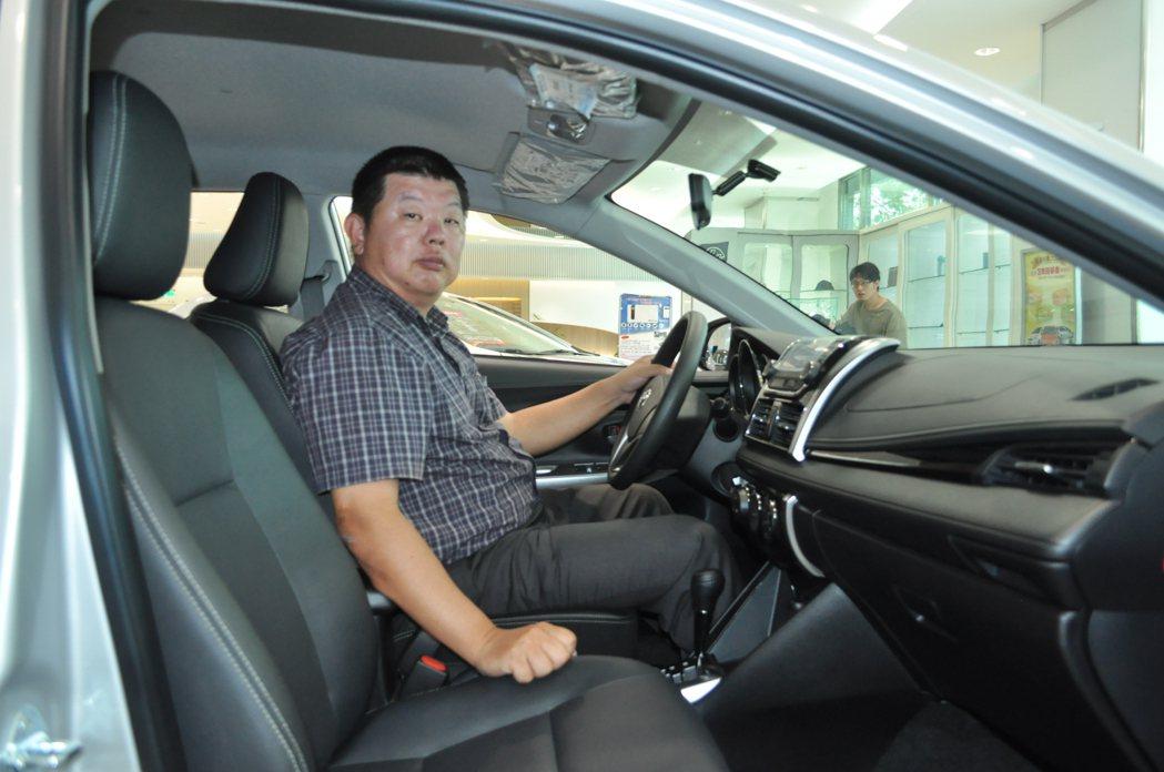 車商保證五年內期滿半價高額買回的優點,洪維哲能再拿到一筆錢,用做換一台新車的購車...
