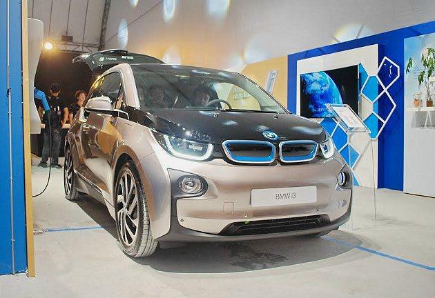 BMW i3 同時導入i3 REX增程式電動車,以一顆600多西西的小引擎來產生...