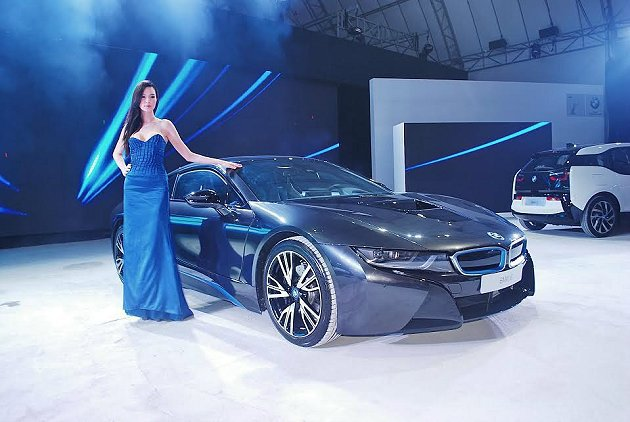 BMW集團下的BMW i品牌的插電式油電跑車i8與純電動都會掀背車i3在台上市,...