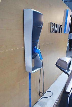 BMW i也免費提供台灣BMW i的車主WallBox壁掛式充電器及其基本安裝服...
