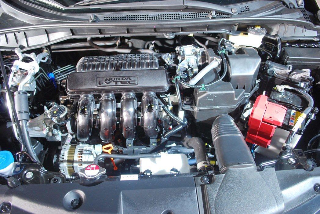 輕量化的1.5升i-VTEC引擎透過低摩擦與引擎效能提升,使它達到最效率,最大馬...