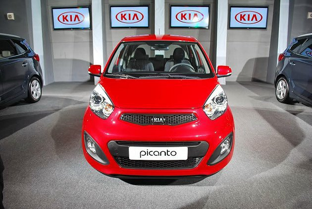 Picanto車頭有型,表情豐富,散發平價小車的魅力。 記者趙惠群/攝影