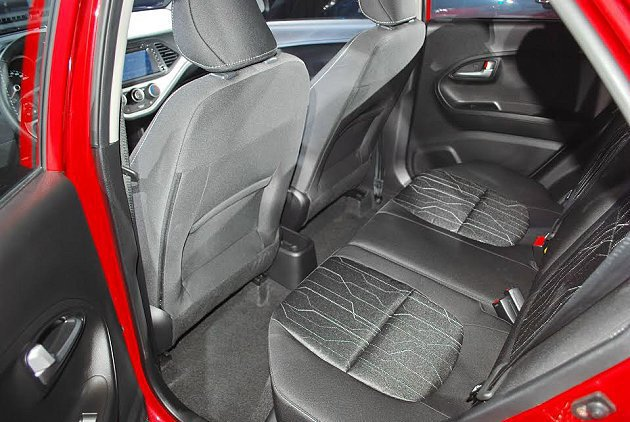 Picanto後座透過椅背內凹設計創造寬敞的膝部空間。 記者趙惠群/攝影