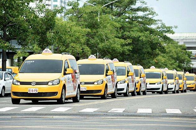 首批20輛Caddy IPC無障礙計程車的加入,將與南市原有63輛低地板公車、1...
