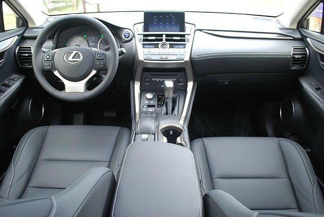 NX的各種豪華舒適配備與數位通信娛樂功能都十分齊備。 記者趙惠群/攝影
