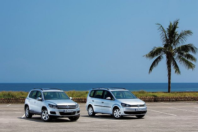 VW推出Touran(右)與Tiguan Skyline版。 VW提供
