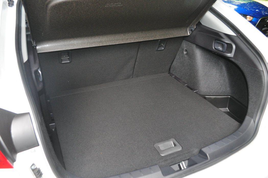 Lancer Sportback 1.8L除了外型搶眼,掀背造型下保留絕佳實用空...