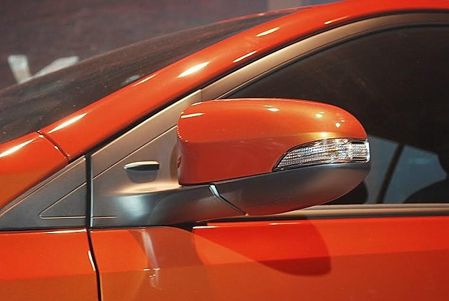 車身多處有空力穩定鰭,如車外後視鏡等,可降低風阻係數。 記者趙惠群/攝影