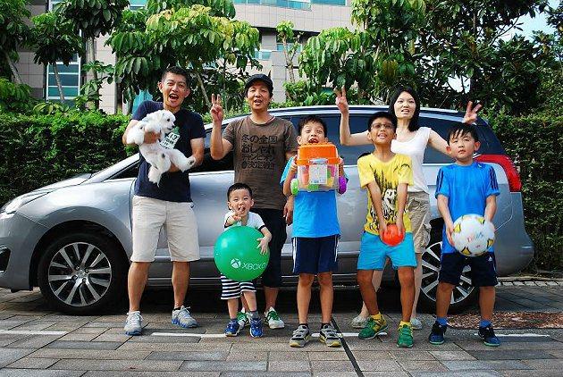 5008讓小軒可以圓夢,靠一台車載著家人和鄰居小朋友全家一同出遊。 記者趙惠群/...